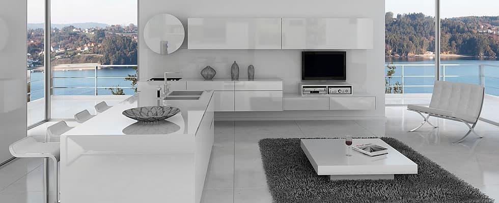 Cocina blanca y abierta